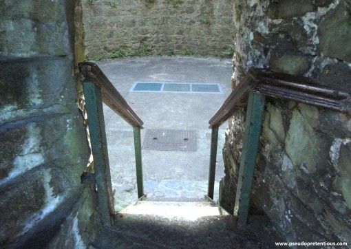 The entry to the keep was gated and locked, but you can see the spiral staircase at the left of the photo, and the square cover at the bottom of the central stairs leads to the well/cistern and storage area, approximately 23' below the visible floor level.